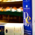 Con el diccionario a cuestas gracias a la nueva aplicación de la RAE